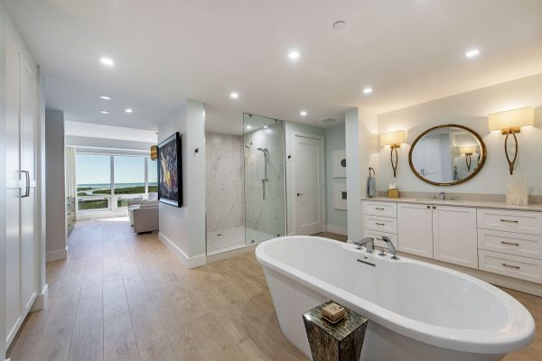 13915 Old Coast Road 1001-print-009-012-Master bath-4200x2804-300dpi