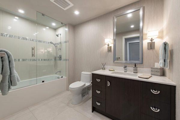 13915 Old Coast Rd PH06 Naples-print-013-011-Guest 1 Bath-4200x2804-300dpi